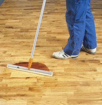 Olejování parketových podlah a dřevěných schodišť